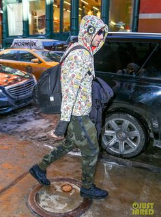 Adam Levine Rocks Two Very Different Patterns Before Last NYC Show: Photo Adam Levine dons a very colorful sweatshirt along with a pair of camouflage pants while out and about on Friday afternoon (March in New York City. Air Max 1, Nike Air Max, Celebrity Sneakers, Camouflage Pants, Adam Levine, Different Patterns, Kicks, Nyc, Celebrities