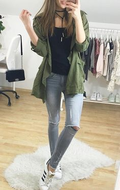 Cozy selfie by Laura with this moss green draped cardigan. #LBSDaily