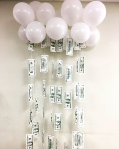Love this money themed décor for our Make it Rain Party! 21st Bday Ideas, 2nd Birthday Party Themes, Birthday Money, 22nd Birthday, Birthday Ideas, Bolo Gucci, Monopoly Party, Monopoly Money, Bunny Birthday
