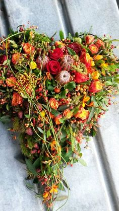 Din Blomsterhåndværker V/ Henrik Andersen Halloween Floral Arrangements, Easter Flower Arrangements, Funeral Flower Arrangements, Funeral Flowers, Funeral Sprays, Sympathy Flowers, Pink And White Flowers, Fall Flowers, Amazing Flowers