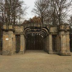 Das Römische Theater in der #Eremitage in #Bayreuth. Es wurde so gebaut dass es alt aussieht.  #wagnerstadt #weltderwilhelmine #visitbayreuth #germany #destinationgermany #bayern #oberfranken
