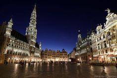Grand-Place de #Bruxelles de nuit Que faire, que voir, que visiter à Bruxelles en 2 jours ? On vous raconte nos coups de cœur et nos bons plans lors de notre week-end en #Belgique. #WeLoveBrussels