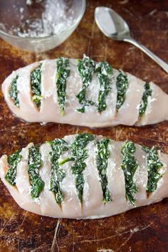 This is one of the easiest and quickest ways to make super delicious and flavorful chicken breasts. By making slits in the chicken breasts (Hasselback) and stuffing them with tasty things like spinach and goat cheese youll get a hit of savory Think Food, Food For Thought, Love Food, Hasselback Chicken, Poulet Hasselback, Chicken Flavors, Chicken Breast Recipes Healthy, Healthy Recipes With Spinach, Simple Healthy Recipes