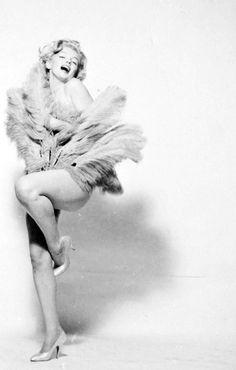 """ Marilyn Monroe in 1957 © Richard Avedon. """