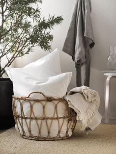 IKEA - SNIDAD, Basket, rattan, This braided basket has a unique look since each basket is handmade. You can also use the basket in damp areas such as bathrooms. Ikea Bedroom, Bedroom Storage, Bedroom Decor, Beddinge, Sweet Home, Design Blog, Black Furniture, Spare Room, Decoration