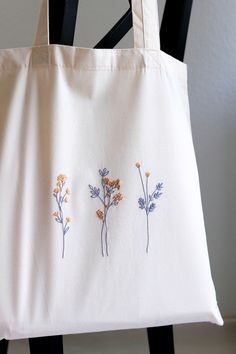 Embroidery On Clothes, Simple Embroidery, Embroidered Clothes, Hand Embroidery Patterns, Diy Embroidery Canvas, Simple Flower Embroidery Designs, Hand Embroidery Flowers, Embroidery Hoop Art, Wild Flowers