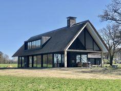 Modern Barn House, Modern House Design, Metal Building Homes, Building A House, Weatherboard House, A Frame House Plans, Modern Farmhouse Exterior, Prefab Homes, Renting A House