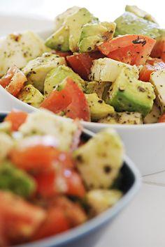 Dinner Date With Neighbors - Bearwithmeee: Avocado Tomato Mozzarella Salad I Love Food, Good Food, Yummy Food, Tasty, Healthy Snacks, Healthy Eating, Healthy Recipes, Avocado Recipes, Salad Recipes