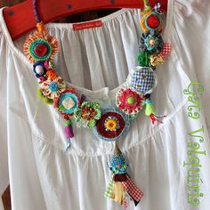 Necklaces, earrings and others ooak sweets. by GataValquiria Jewelry Crafts, Jewelry Art, Beaded Jewelry, Handmade Jewelry, Jewellery, Textile Jewelry, Fabric Jewelry, Fabric Necklace, Crochet Necklace