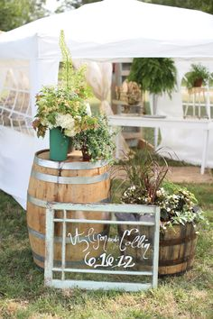 Outdoor rustic wedding decor.  Photo by Aaron Snow Photography. www.wedsociety.com  #wedding #decor