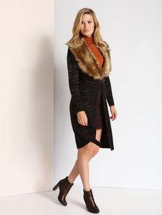 """Damski kardigan Top Secret z kolekcji jesień-zima 2016.<br><br>Elegancki, długi sweter bez zapięcia wykonany z melanżowej dzianiny. W zestawie odpinany, futrzany kołnierz i pasek. Bardzo uniwersalny kardigan - może być noszony na wiele sposobów zarówno w codziennych jak i wieczorowych stylizacjach. Sweter dostępny w kolorze czarnym (SSW1976CA).<br><br>Modelka ma 180 cm wzrostu i prezentuje rozmiar 36.<span style=\""""font-style:italic\"""">"""