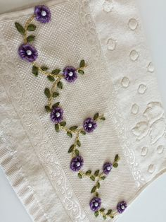 Point Lace, Ribbon Embroidery, Fun Crafts, Handmade Gifts, Decorative Towels, Applique Designs, Brazilian Embroidery, Satin Ribbons, Embroidered Towels