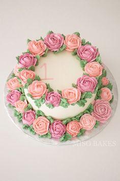 gâteau avec couronnes de roses / cake with wreaths of roses