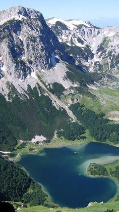 Все бы наверно хотели залезть на эти горы.