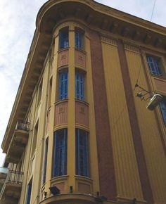 Τα προπολεμικά σπίτια στην Πατησίων Old Greek, Colour Architecture, Athens Greece, Old Buildings, The Past, Beautiful, Home, Eyes, Ad Home