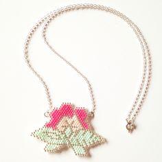 Collar flor en  brick stitch Miyuki