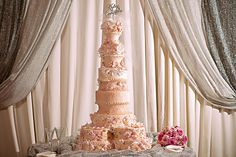 The ultimate wedding cake  Photography by: Whitney Bower