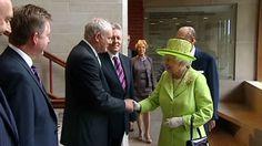 """Izquierda Abertzale: """"La foto entre Isabel II y McGuinness es una lección para España"""""""
