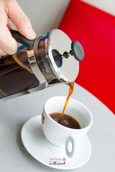 Te presentamos la nueva manera de tomar el mejor café en SeiGiorni. Si te gusta el café intenso y lleno de sabor, la prensa francesa es para tí. #SeiGiornideli