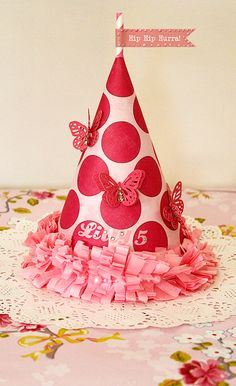 ♥ Miss Cutiepie Inspiration - Freebies & Inspiration ♥: How to make your own party hat!