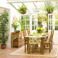 There are some design ideas of floral conservatory to create a pretty garden room. Some ideas of floral conservatory design can be an inspiration for you who Conservatory Dining Room, Conservatory Plants, Conservatory Design, Green Dining Room, Sunroom Dining, Conservatory Interiors Small, Small Conservatory Furniture, Conservatory Lighting, Sunroom Kitchen