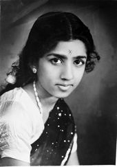Lata Mangeshkar Rare Images, Rare Photos, Old Photos, Bollywood Photos, Bollywood Stars, Top Singer, Film Song, Lata Mangeshkar, Childhood Photos