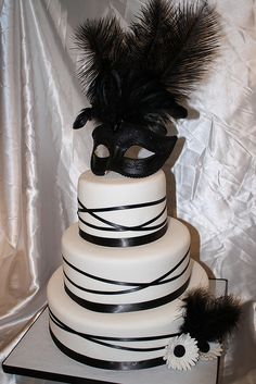 Masquerade Cake. awesome. I would probably take the mask and use it if it was real