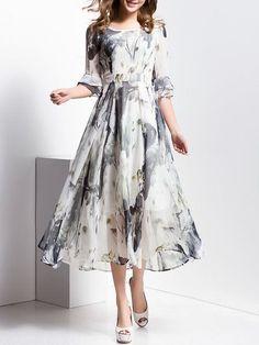 Платье и женщина идеально сочетаемы. Вряд ли кто-то с этим поспорит, ведь каждое платье — это продолжение женщины, ее красоты, вкуса и стиля. В длинном платье любая женщина выглядит более желанной и загадочной в мужских глазах. Платье должно вызывать интерес мужчины к женщине, поэтому настоящей женщине не стоит игнорировать этот вид одежды. Поэтому любое длинное …