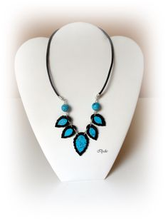 C50 (2013) Collier feuille turquoise