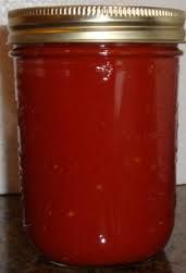 How to make homemade canned diced or crushed tomatoes, from fresh tomatoes - easy and illustrated! Tomato Sauce Recipe, Canned Tomato Sauce, Mayonnaise, Chutney, Homemade Chili Sauce, Canning Diced Tomatoes, Canned Food Storage, Home Canning, How To Can Tomatoes