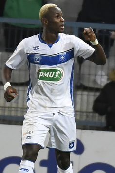 Auxerre's French forward Mohamed Yattara reacts after scoring during the French Cup football match AJ Auxerre against AS Saint-Etienne on February 1, 2017, at the Abbé-Deschamps stadium in Auxerre, northern France. / AFP / PHILIPPE DESMAZES