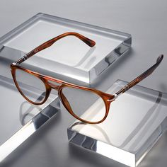 0d5c8472bdbc15 A new collection built on a foundation of classic design and modern style.  Persol Brille