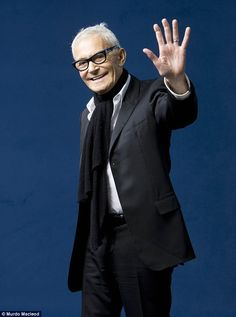 hair stylist Vidal Sassoon  right  before  his passing....R.I.P.       you  were   fantastic  !!!!
