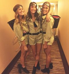 Women's DIY Ghost busters Halloween Costume - Group Costume Ideas & Inspiratio. - Karneval Women's DIY Ghost busters Halloween Costume - Group Costume Ideas & Inspiratio. Halloween Costume Group, Best Friend Halloween Costumes, Halloween Make, Zombie Costumes, Girl Group Costumes, Halloween Couples, Homemade Halloween, Family Costumes, Family Halloween