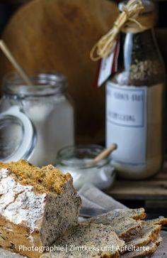Diese Dinkel-Körnerbrot Backmischung könnt Ihr super verschenken oder aber Ihr backt Euch dieses leckere Brot einfach selbst!