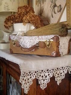 I love French country style, shabby chic , romantic and white style. This is just random things I love. Cozy Cottage, Cottage Style, Vintage Vignettes, Fall Vignettes, Vibeke Design, Gris Rose, Vintage Suitcases, Linens And Lace, Jolie Photo