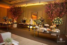Uma linda decoração de casamento na Aspomires, executada pela Ideias de Evento e iluminação da In-Color. Ambiente lindo e romântico! Imperdível: