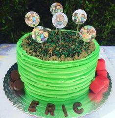 bolo minecraft com glace #bolodecorado #bolominecraft #festaminecraft Bolo Mine Craft, Birthday Cake, Desserts, Food, Good Ideas, Plain Cake, Cake Ideas, Whipped Cream, Party