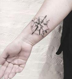 Tatuaggi a tema viaggio: rosa dei venti