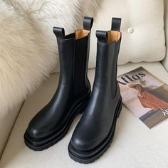 Platform Chelsea Boots, Leather Chelsea Boots, Platform Boots, Cow Leather, Best Winter Boots, Black Winter Boots, Black Boots Outfit, Winter Boots Outfits, Shoes