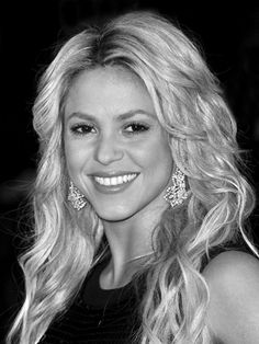 Shakira! Love this hairrrrrr