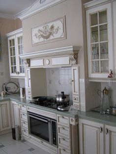 Кухня Verona Kitchen Island, Kitchen Cabinets, Home Decor, Kitchen Cabinetry, Homemade Home Decor, Decoration Home, Kitchen Shelving Units, Dressers, Home Decoration