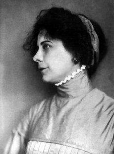 """Ady Endre a """"nagyon-nagy író-asszony"""" -nak nevezte a magyar irodalom egyik legjelentősebb női író ját, a Nyugat nemzedékének fontos tagját.... People Photography, Book Worms, Literature, Dreadlocks, Authors, Writers, Hair Styles, Books, Hungary"""