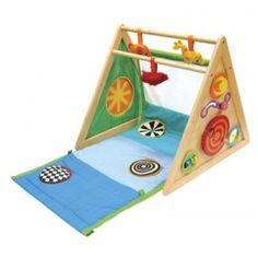Een zeer uitgebreide Houten multifunctioneel Baby-peuter activiteiten center van I'M Toy. Om te bouwen in 8 verschillende toepassingen. Te gebruiken vanaf de geboorte van baby, peuter naar kleuter.