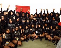 Beyoncé dancers in black berets at #SB50 paying homage to the Black Panthers 50 years after their #formation in '66. @DreamDefenders