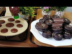 Prăjituri delicioase fără cuptor! Cu câteva ingrediente în câteva minute! - YouTube Cookies Cupcake, Yummy Cookies, Cupcakes, Biscuits, Arabic Food, Few Ingredients, Four, Sweet Recipes, Food And Drink