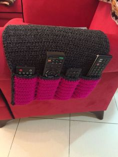 Remote control caddy made by Aamin crochet - Knitting a love Remote Caddy, Remote Holder, Crochet Organizer, Crochet Storage, Love Crochet, Crochet Gifts, Knit Crochet, Crochet Decoration, Crochet Home Decor