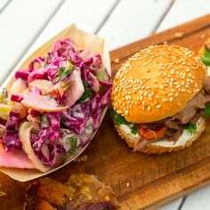 BBQ Pulled Pork Sandwiches with Red Cabbage and Apple Slaw - Sarah Graham Food Slow Cooked Pulled Pork, Pulled Pork Recipes, Healthy Family Meals, Healthy Snacks, Kos, Pork Sandwich, Sandwiches, Graham Recipe