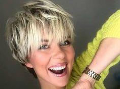 Popular Haircuts for Short Hair with Bangs waves 23 Short Shag Hairstyles Short Layered Haircuts, Short Hairstyles For Thick Hair, Short Hair With Bangs, Short Hair With Layers, Short Hair Cuts For Women, Hairstyles With Bangs, Short Razor Haircuts, Blonde Haircuts, Pixie Haircuts