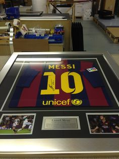 This authentic signed #Messi shirt looks great in the silver #Frame!